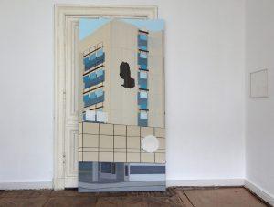 Petra Trenkel: Am Bahnhof Zoo, 2011, Acryl auf MDF, 244 × 122 cm (Ausstellungsansicht)